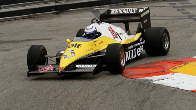 Prost è tornato nell'abitacolo della Renault Turbo!
