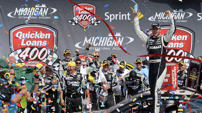 Jimmie Johnson trionfa anche in Michigan