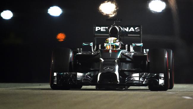 Hamilton in pole a Singapore per sette millesimi!