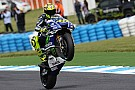 Valentino trionfa nella tripletta Yamaha in Australia