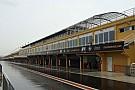 Pioggia a Valencia: per ora tutti fermi ai box
