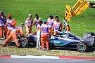 Sepang, Libere 1: Hamilton fermo con la Mercedes