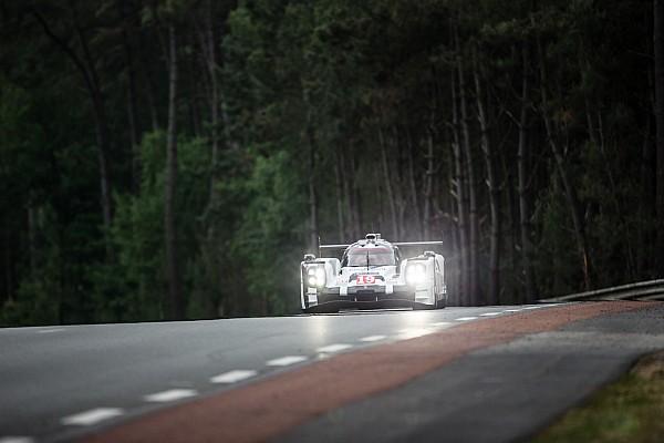 Após metade da prova, Porsche permanece na frente