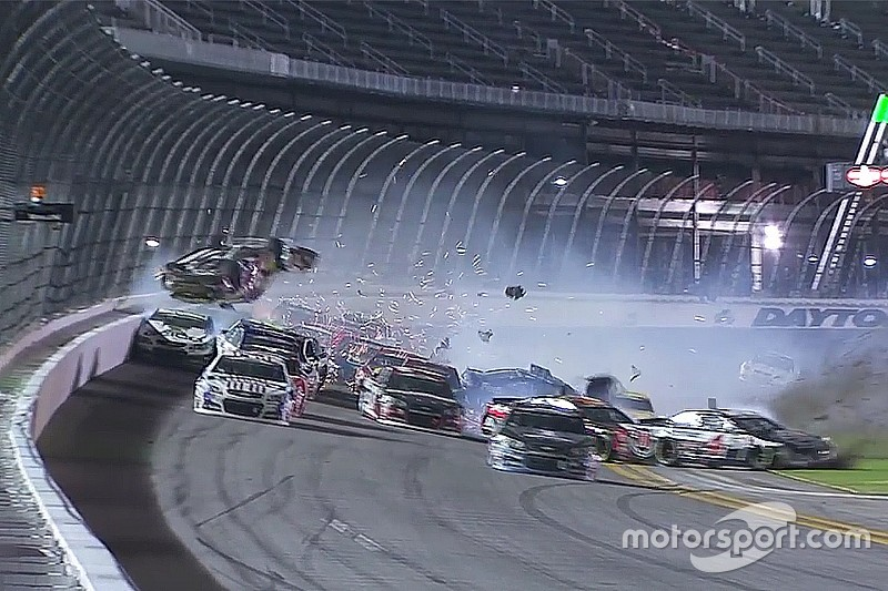 Vidéos - Une nuit de crashs à Daytona