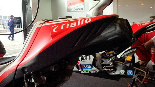 """La Ducati mette """"in carena"""" anche lo scarico"""