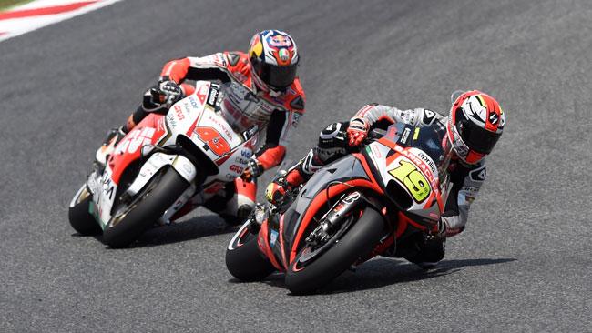 Bautista porta l'Aprilia RS-GP nella top 10 a Barcellona