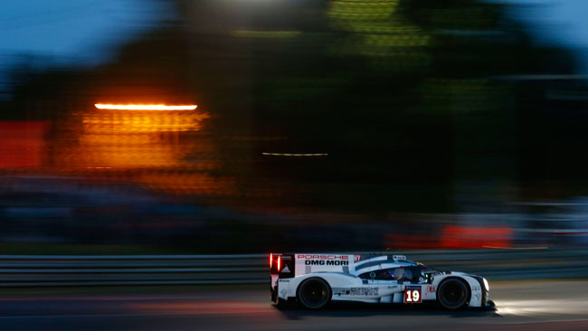 Le Mans, 15° ora: la rivelazione è Bamber