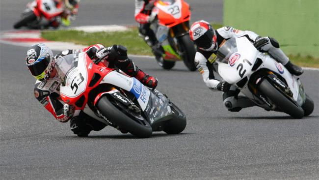 Polita porta in pole la Ducati del team Barni