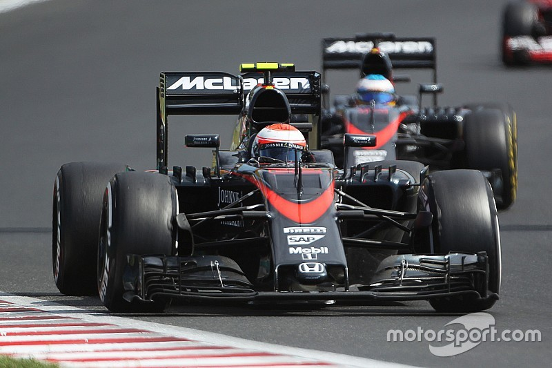 Alonso, Button set for back-of-the-grid start