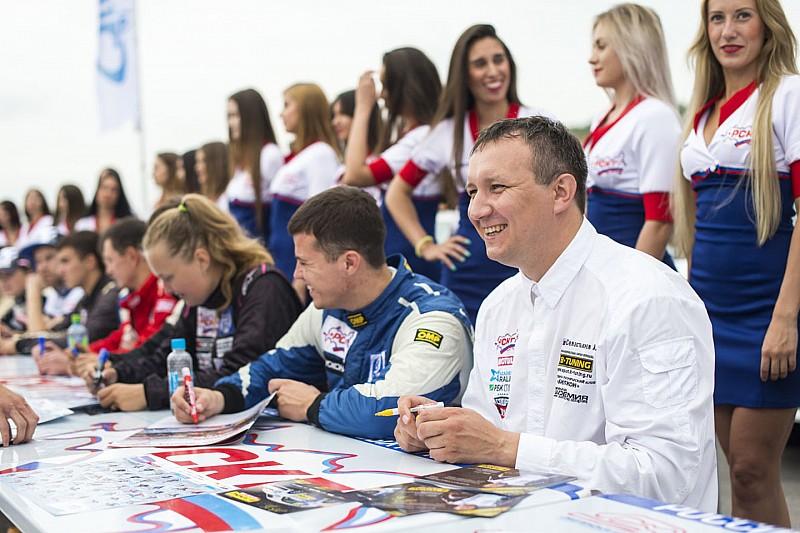 Гонщики приняли участие в выставке SuperCarShow