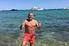 Galvão aproveita férias e curte Saint Tropez