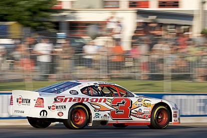 Jason Hathaway décroche la victoire en NASCAR Canada