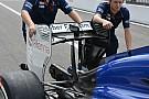 Sauber: l'ala posteriore si abbassa ai lati