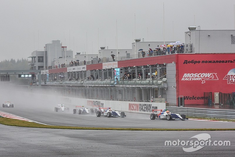 Кари сделал шаг к титулу, выиграв на Moscow Raceway