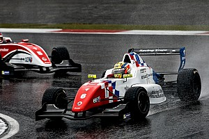 Formula Renault Ultime notizie Barnicoat trionfa nel diluvio del Nurburgring