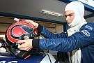 Com pequena fratura, Pedro Piquet recebe alta do hospital