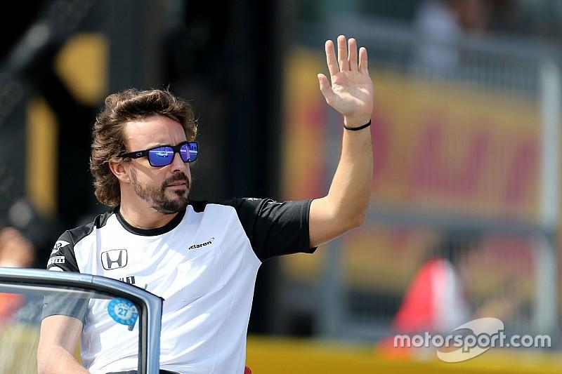 Fernando Alonso graba apoyo de sus fans en Susuka