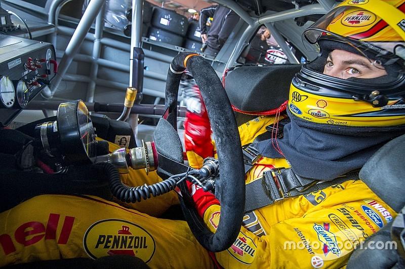 Logano, Gordon lead opening Martinsville practice