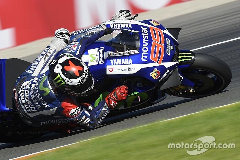 Valencia MotoGP: Lorenzo crowned champion despite heroic Rossi surge
