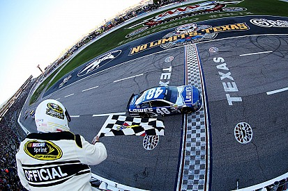 Fort Worth: Jimmie Johnson ringt Brad Keselowski nieder