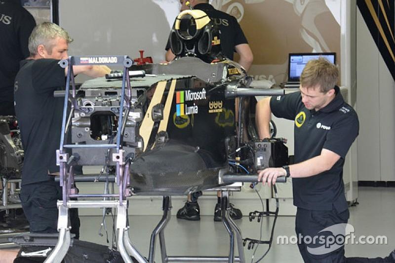 Lotus: aperto il box si assembla la E23 tutta... nuda