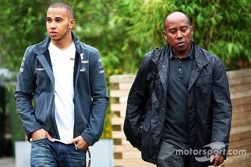 Hamilton habla sobre la relación con su padre y toca su música