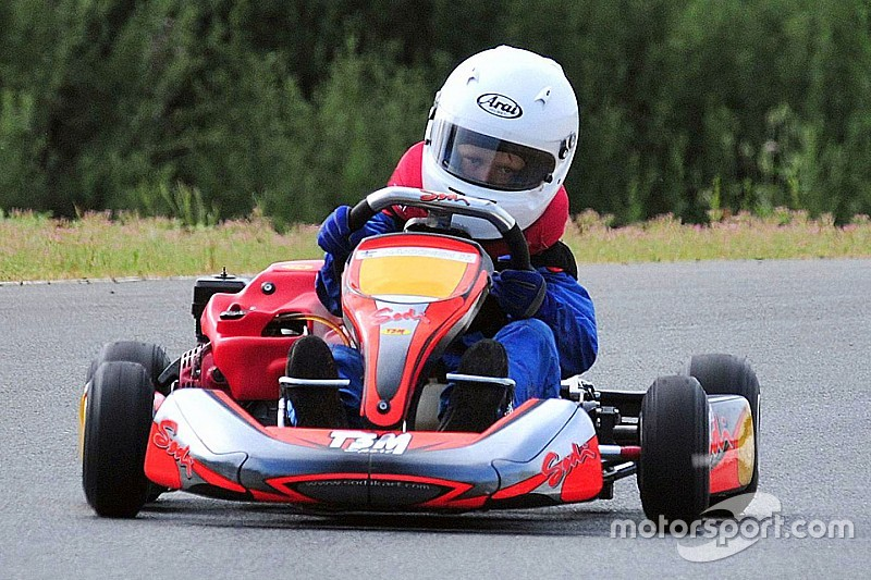 Filho de Hakkinen troca automobilismo por futebol