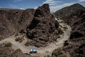 达喀尔 赛段报告 达喀尔第8赛段:勒布翻车,阿提亚夺冠