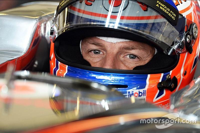 Button laat helm voor zeventiende F1-seizoen zien