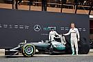Hamilton en Rosberg ontsluieren nieuwe Mercedes W07