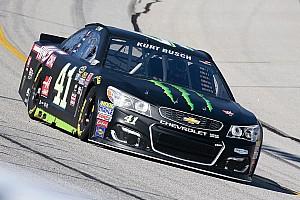 NASCAR Cup Relato de classificação Kurt Busch larga na pole após desclassificação de Kyle