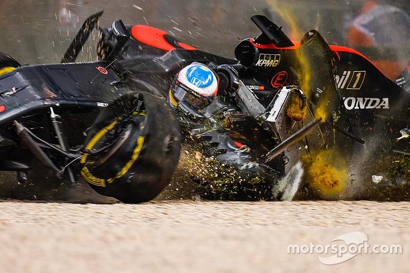 В McLaren подтвердили повреждение кресла Алонсо