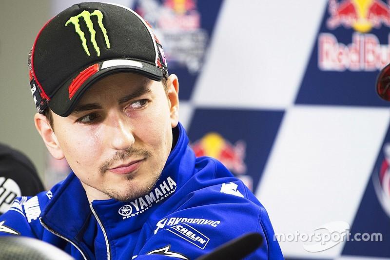 """Lorenzo: """"Valentino copia anche le marce che uso in curva"""""""