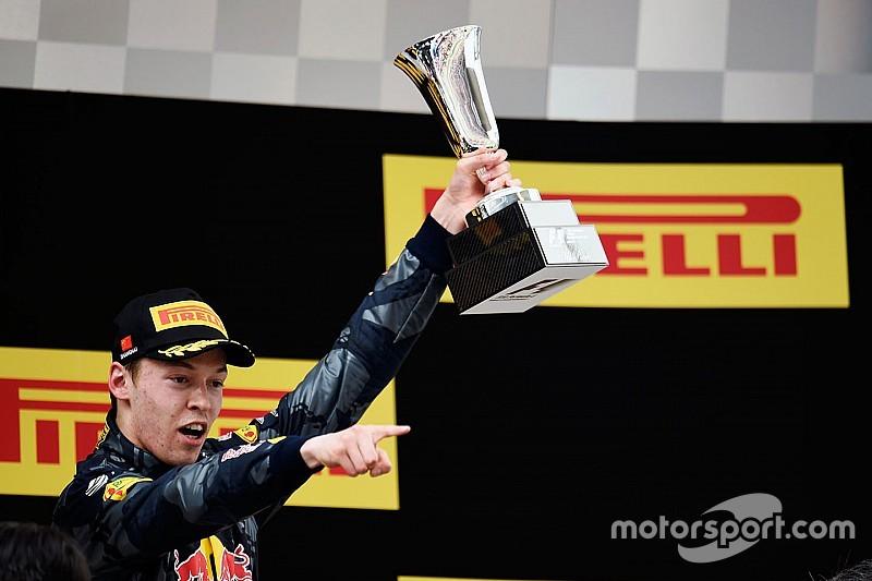 Kvyat consigue el premio 'Piloto del día' del GP de China