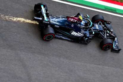 Nur P8: Valtteri Bottas schiebt es auf das Mercedes-Heck