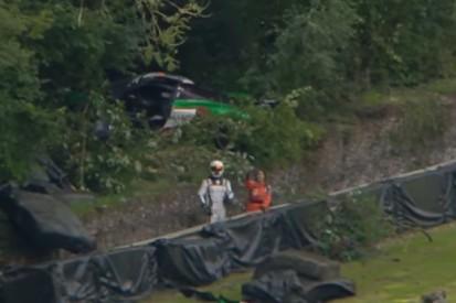 Dramatischer GT3-Unfall in Brands Hatch: McLaren fliegt in den Wald!