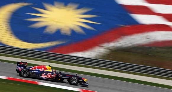 Malezya Grand Prix 2011 Cuma 2. antrenmanlar - Webber geçilmedi
