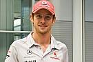 Button, Hamilton'u evine bırakmış