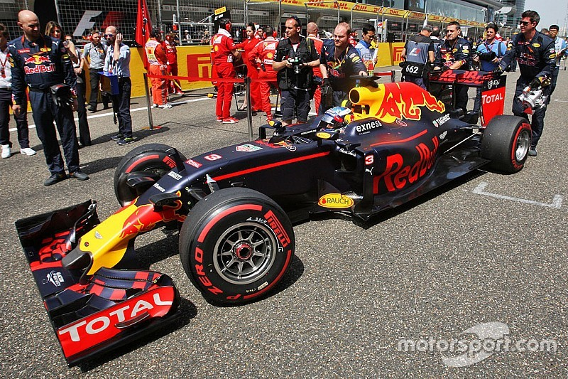 Риккардо предвкушает борьбу с Ferrari после доработки мотора