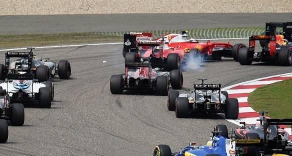 Vettel temas sonrası Kvyat'a sinirli
