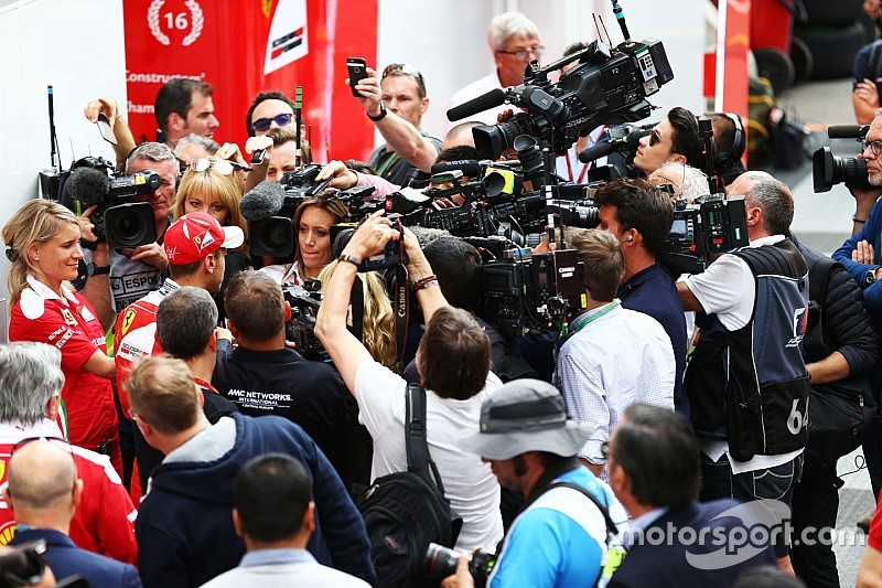 Ferrari: i due piloti difendono il capo Arrivabene