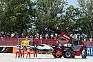 Hamilton y Rosberg fuera del GP de España tras choque