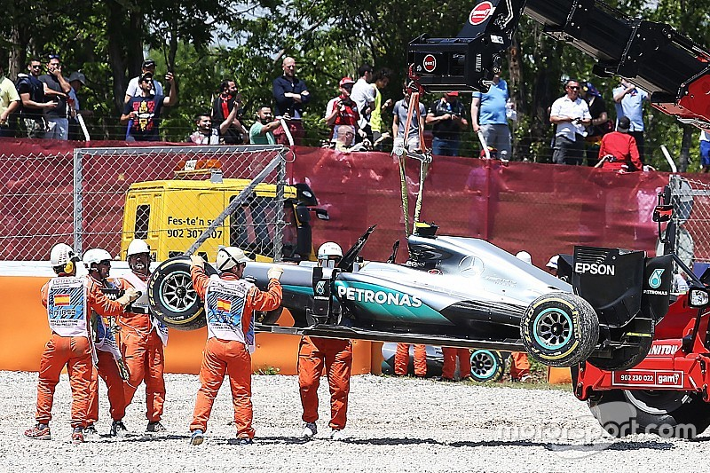 "Montoya geeft Hamilton de schuld van crash Spanje: ""Te optimistisch"""