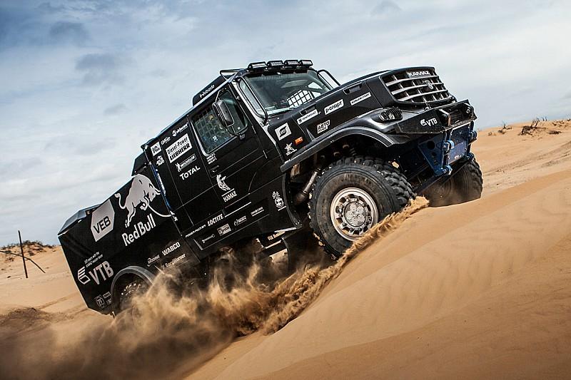 КамАЗ провів презентацію нової капотної вантажівки для Дакар-2017