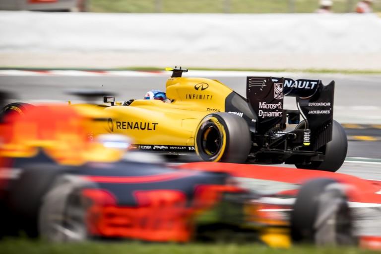 A Renault ajánlatot tett a Red Bullnak, és egy nap talán a Toro Rosso is visszatér hozzájuk