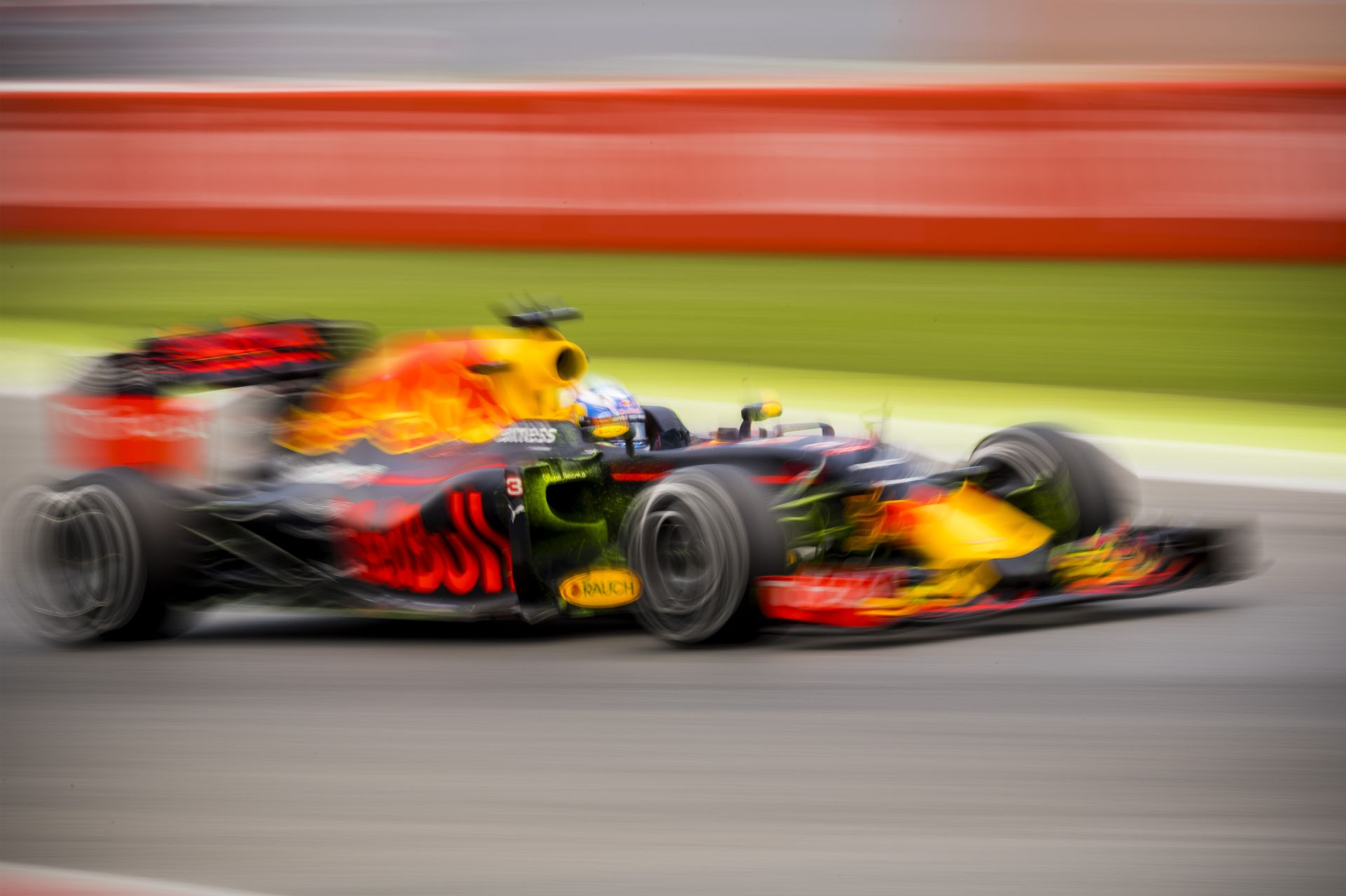 A Red Bull nem hisz a szemének: mindkét kocsi a Ferrarik előtt!