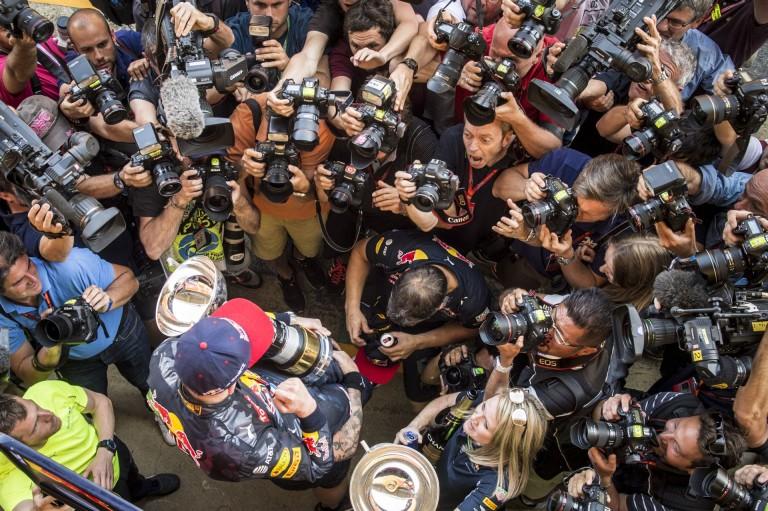 Így ünnepelték a győztes Verstappent Barcelonában: videó