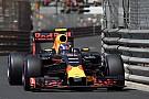 Szuper-közeli felvétel, ahogy Verstappen eltöri a Red Bull felfüggesztését