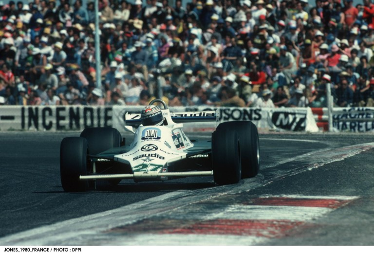 Ricciardo újra nevet: a Williams világbajnok F1-es gépét vezethette