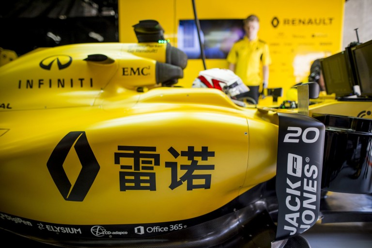 Magnussent rendesen betalálták a McLaren-rajongók